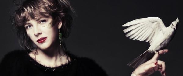 Niki & The Dove – DJ, Ease My Mind (video)