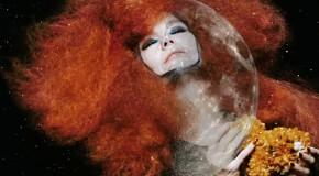 Björk explora el universo celular con el inquietante videoclip de Hollow