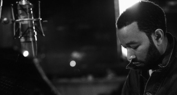 John Legend derrocha sensualidad en el videoclip de Tonight