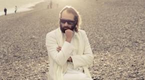 Sébastien Tellier desvela el erótico videoclip de Cochon Ville