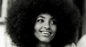 Esperanza Spalding mantiene su sonido optimista con Radio Song