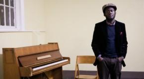 Michael Kiwanuka da a conocer Lasan, colaboración con The Black Keys