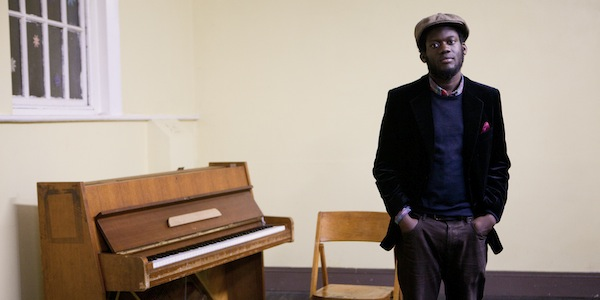 Michael Kiwanuka prepara el lanzamiento de su debut. Presenta video para I'm Getting Ready