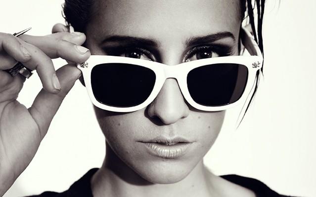Dev adelanta su álbum debut con Take Her From You, alejándose momentáneamente del dance