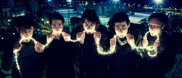 Izal adelantan su álbum debut con el video de Magia y efectos especiales