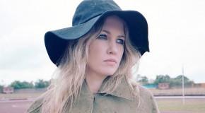 Ladyhawke da a conocer un adelanto de su nuevo álbum con varios temas
