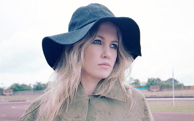 Ladyhawke estrena el videoclip de Sunday Drive