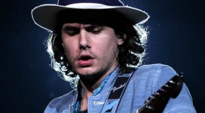 John Mayer regresa más country que nunca en el videoclip de Shadow days