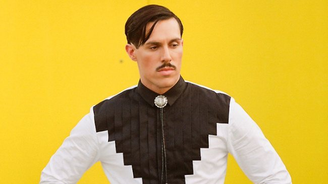 Sam Sparro da vida a un gangster en el videoclip de I Wish I Never Met You