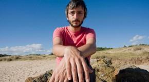 El interminable viaje de Xoel López como argumento del videoclip de Tierra
