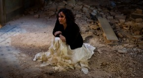 Desde Cataluña nos llega Esther Condal con el elegante Loneliness