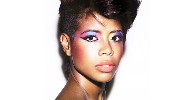 Kelis abandona el dance y regresa producida por Skream con Distance