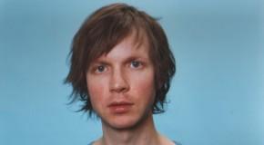 Beck versiona a Caetano Veloso para celebrar su 70 aniversario