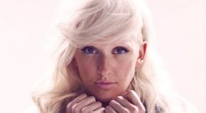 Figure 8 es el tercer single de Halcyon de la británica Ellie Goulding