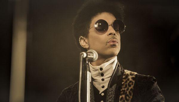 Rock & Roll Love Affair es el regreso del príncipe de Minneapolis