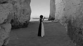 Sugestivo videoclip para All Your Gold de Bat For Lashes