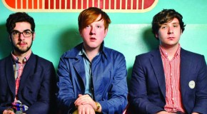 La extraña partida de bolos de Two Door Cinema Club en Handshake