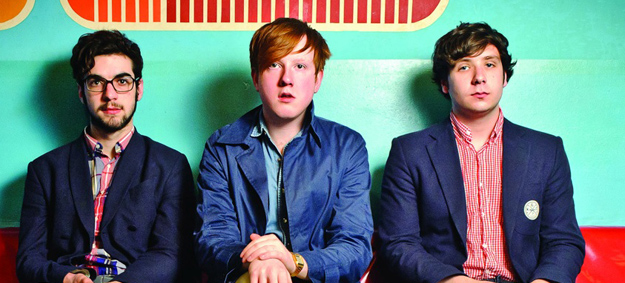 Two Door Cinema Club facturan un divertido video para presentar Sun