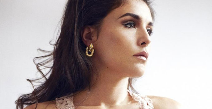 Jessie Ware se va de fiesta a los 90 con el video de Imagine It Was Us