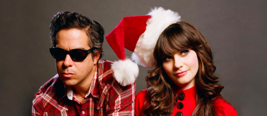 Zooey Deschanel, peleona en el navideño video de Baby, It's Cold Outside de She & Him