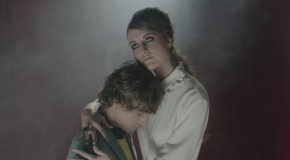 B-ROLL: Diana Kunst dirige Nadie Te Dijo, video debut de los murcianos Kuve