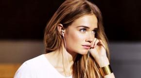 Florrie ofrece el espectacular Live A Little para anunciar unos auriculares