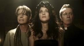 Gary Oldman y Marion Cotillard asisten a David Bowie en el video de The Next Day