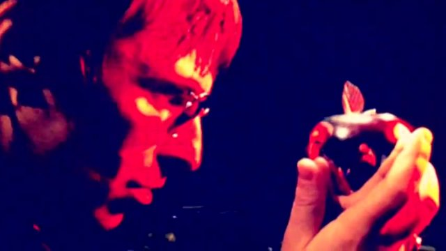 Beady Eye apuntan alto. Video para Second Bite Of The Apple
