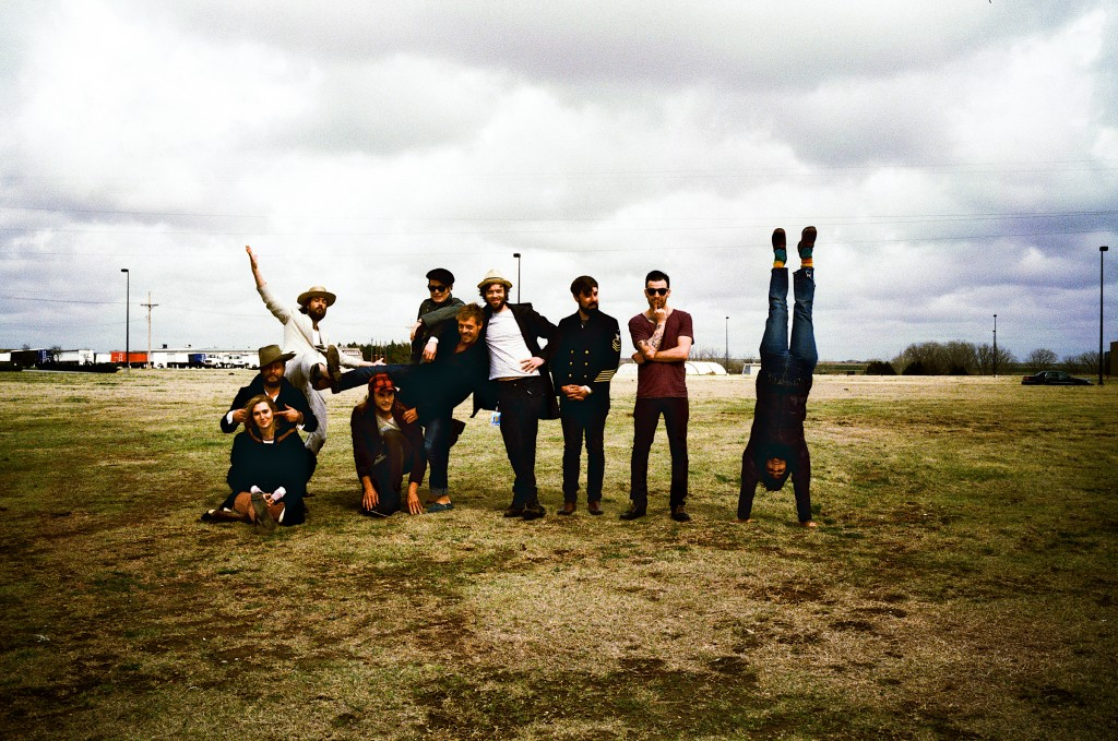 La nostalgia de Edward Sharpe & The Magnetic Zeros. Escucha Better Days