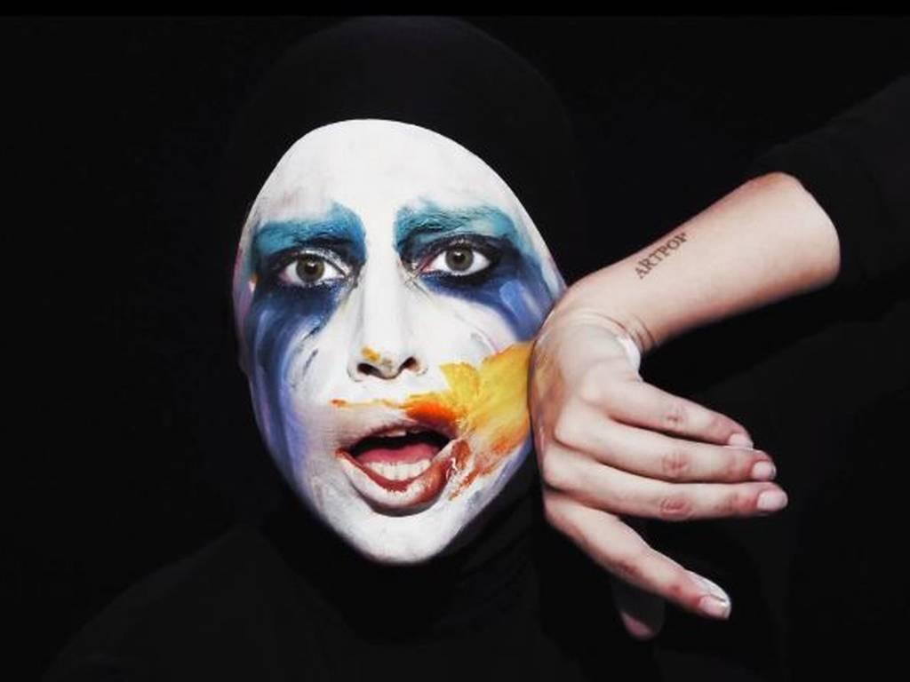 Applause de Lady Gaga remezclada por Empire Of The Sun, Purity Ring y DJ White Shadow
