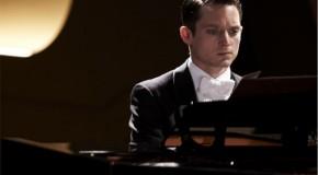 [trailer] Elijah Wood y John Cusack protagonizan Grand Piano, el nuevo film de Eugenio Mira