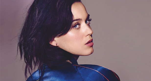 """Walking On Air"" de Katy Perry, revival noventero de nivel"