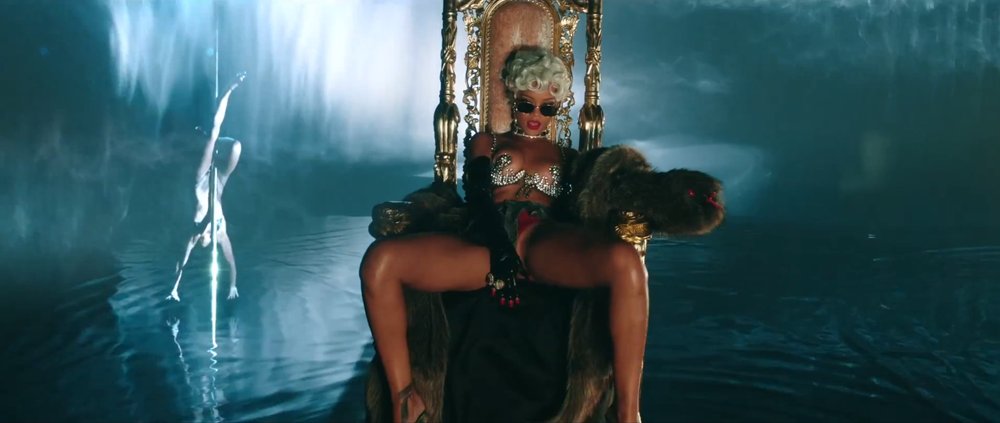 Rihanna, dinero, sexo y poder en el video de Pour It Up