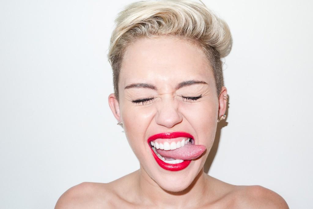 Miley-Cyrus-Terry-Richardson-hombre-confuso-la-caja-b-opinión-columna