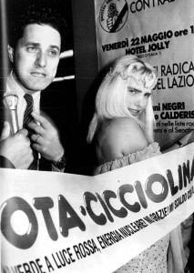 cicciolina-vota-politicos-caja-b