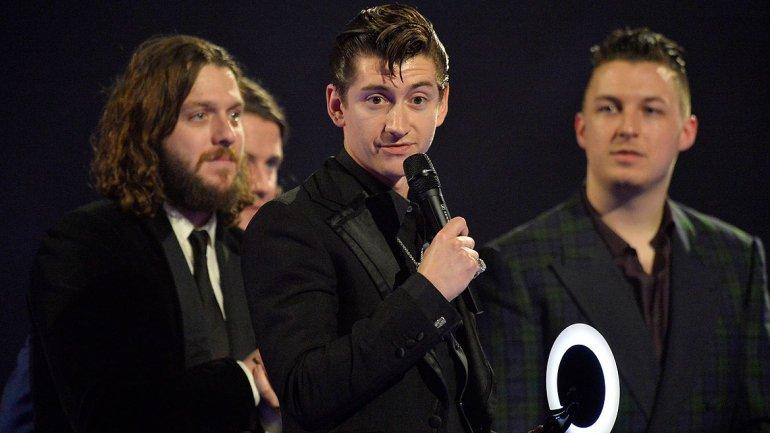 Arctic Monkeys y David Bowie lideran los Brit Awards 2014 + Actuaciones