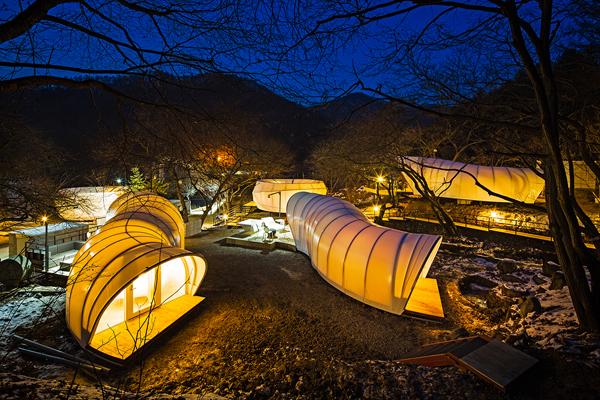 glamping-acampar-con-glamour-Glampsite diseñador por ArchiWorkshop (Yang-Pyeong, South Korea)