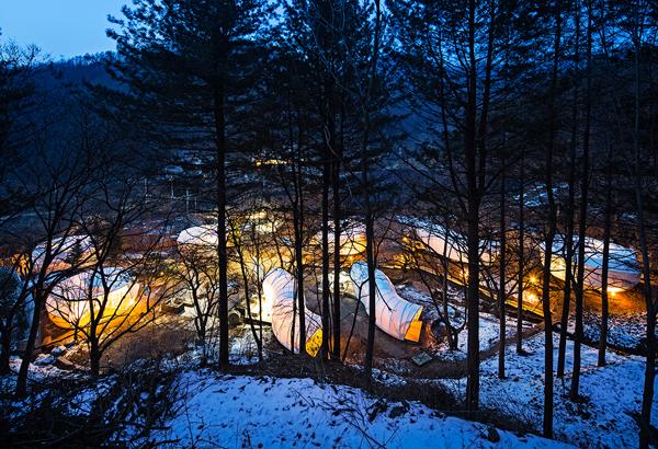 glamping-acampar-con-glamour-Glampsite diseñador por ArchiWorkshop (Yang-Pyeong, South Korea)2