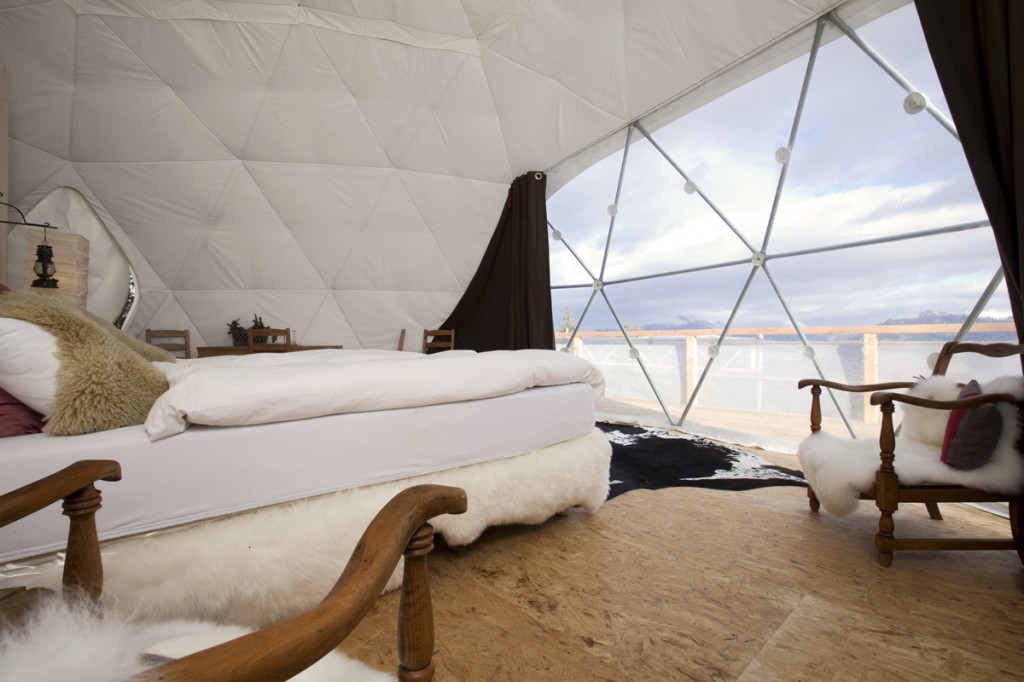 glamping-acampar-con-glamour-Whitepod Eco-Luxury Hotel (Les Cerniers - Suiza) 3