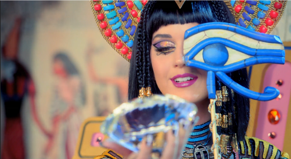 Nueva ración de referencias Illuminati en el video de Dark Horse de Katy Perry