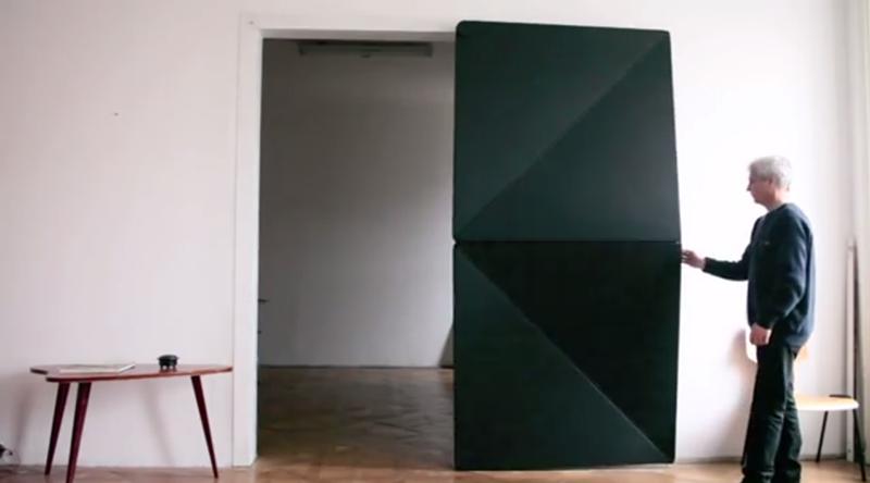 Klemens Torggler diseña una curiosa puerta rotatoria