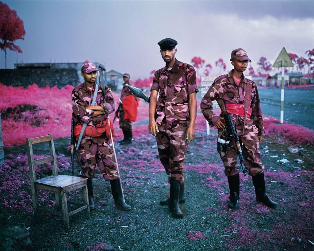 richard-mosse-pelicula-infrarroja-fotografía-guerra-documental-1