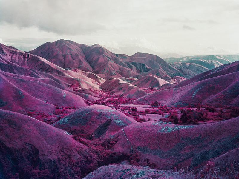 richard-mosse-pelicula-infrarroja-fotografía-guerra-documental-14