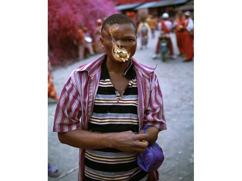 richard-mosse-pelicula-infrarroja-fotografía-guerra-documental-23