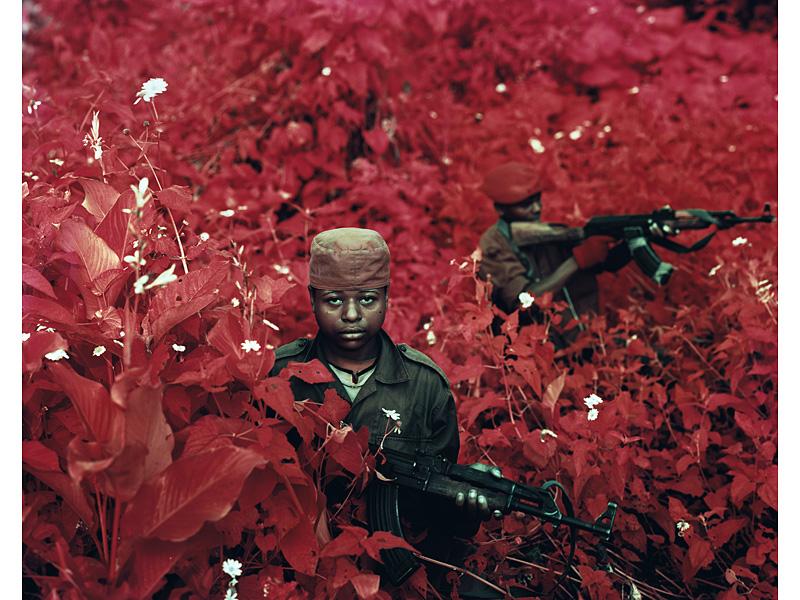 richard-mosse-pelicula-infrarroja-fotografía-guerra-documental-24