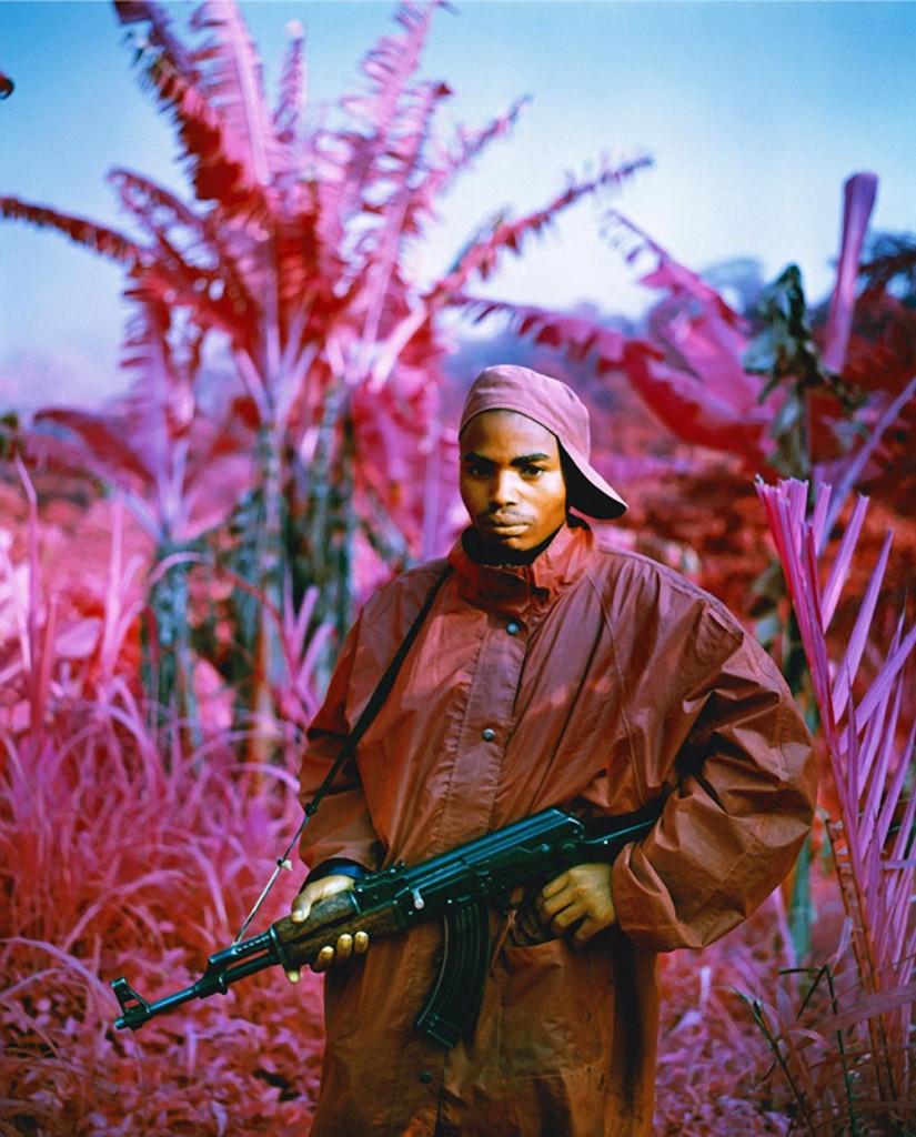 richard-mosse-pelicula-infrarroja-fotografía-guerra-documental-3