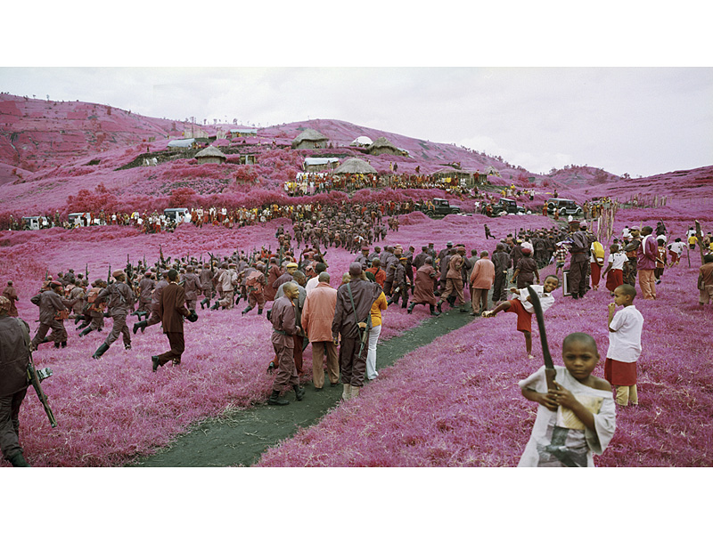 richard-mosse-pelicula-infrarroja-fotografía-guerra-documental-6