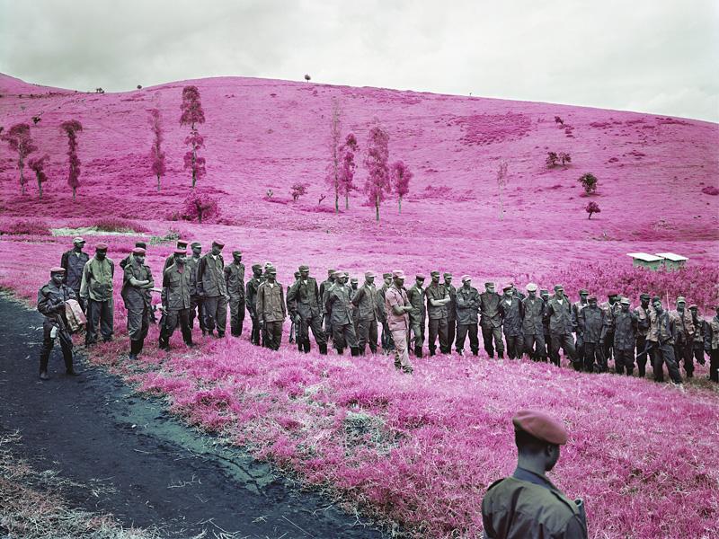 richard-mosse-pelicula-infrarroja-fotografía-guerra-documental-7