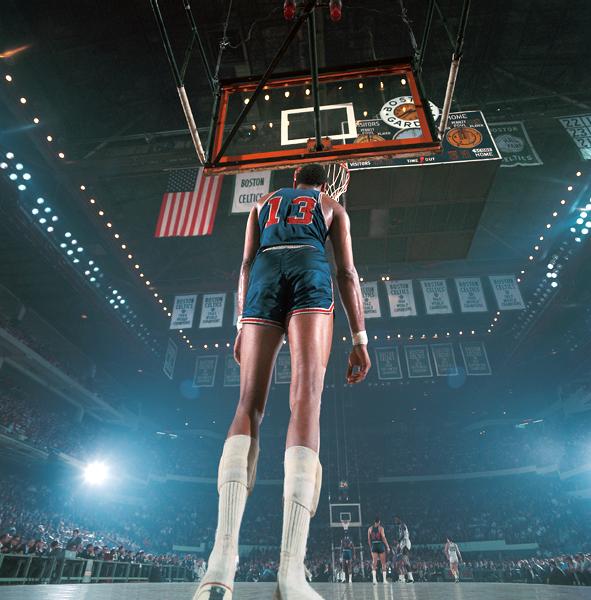 Fotografía deporte Walter Iooss Wilt Chamberlain Boston 1966