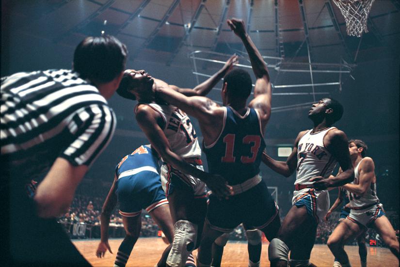 Fotografía deporte Walter Iooss Wilt Chamberlain Dick Barnett New York 1967